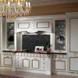 Prestige-Rialto-kitchen-by-Arca-decorated-with-gold-and-silver-in-classic-style