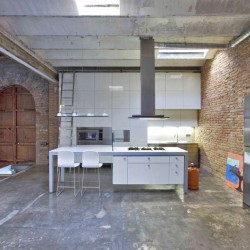 Лофт на основе бомбоубежища - кухня