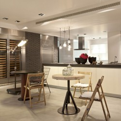 магазин дизайнерской мебели в Афинах
