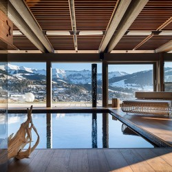 Шале Mont Blanc вид из бассейна-джакузи