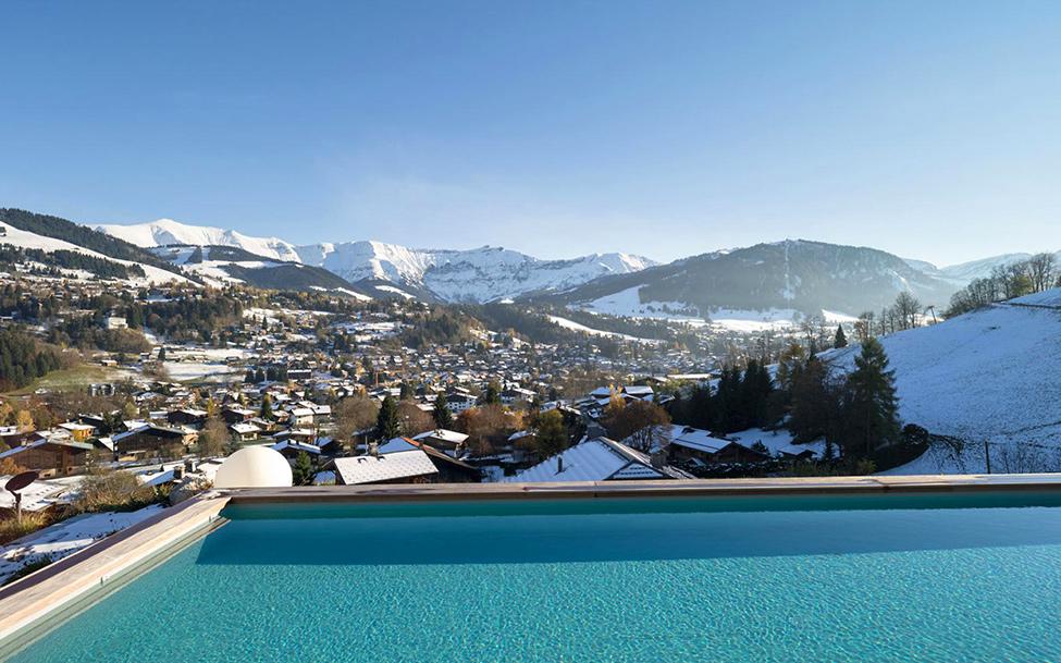 Шале Mont Blanc вид из открытого бассейна
