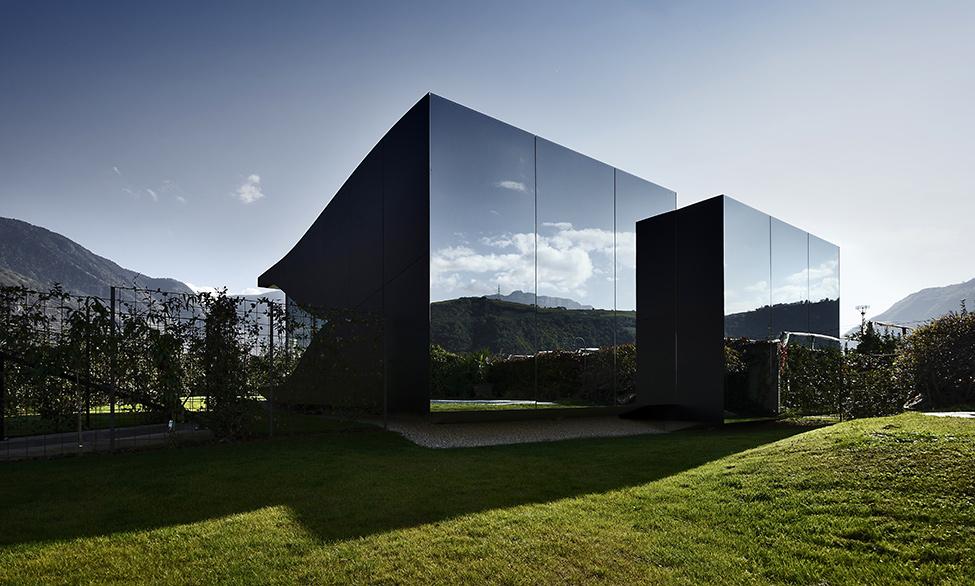 Зеркальные дома - вид снаружи
